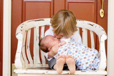 日常に潜む危険!乳幼児は揺さぶらないでください。