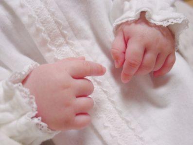 退院時の赤ちゃんの服は何を着せたらいの?ママの服と合わせて紹介します